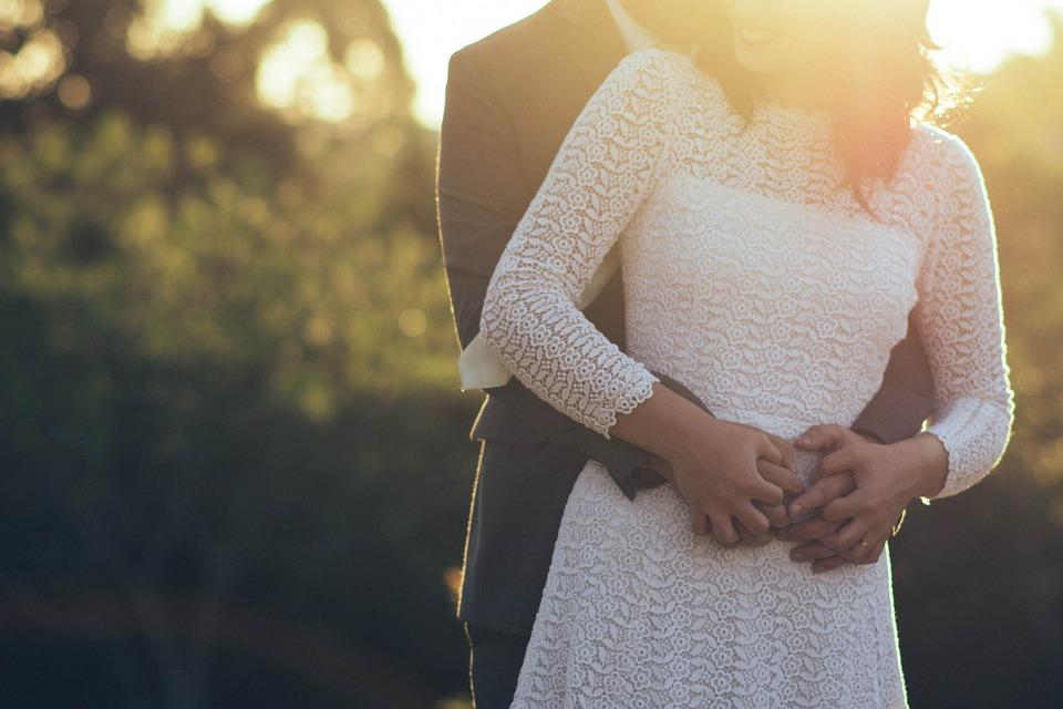 Ahhoz, hogy valaki képes legyen a párkapcsolati elköteleződésre, le kell válnia a szüleiről érzelmileg és fizikailag